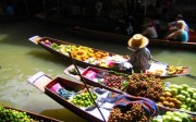 bagnkok-mercat-flotant-tailandia-barques-fruita