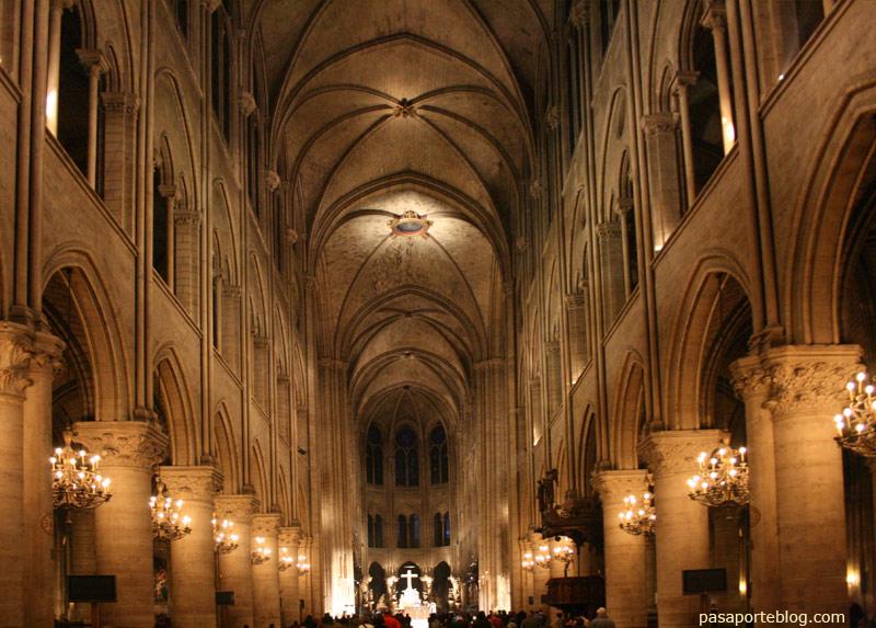 Catedral Notre Dame interior llum