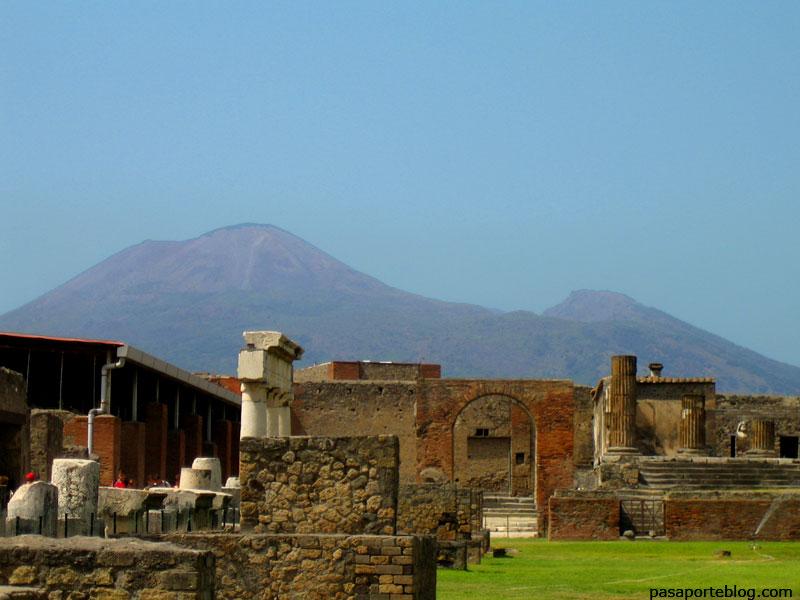 Vesuvi des del fòrum de Pompeia
